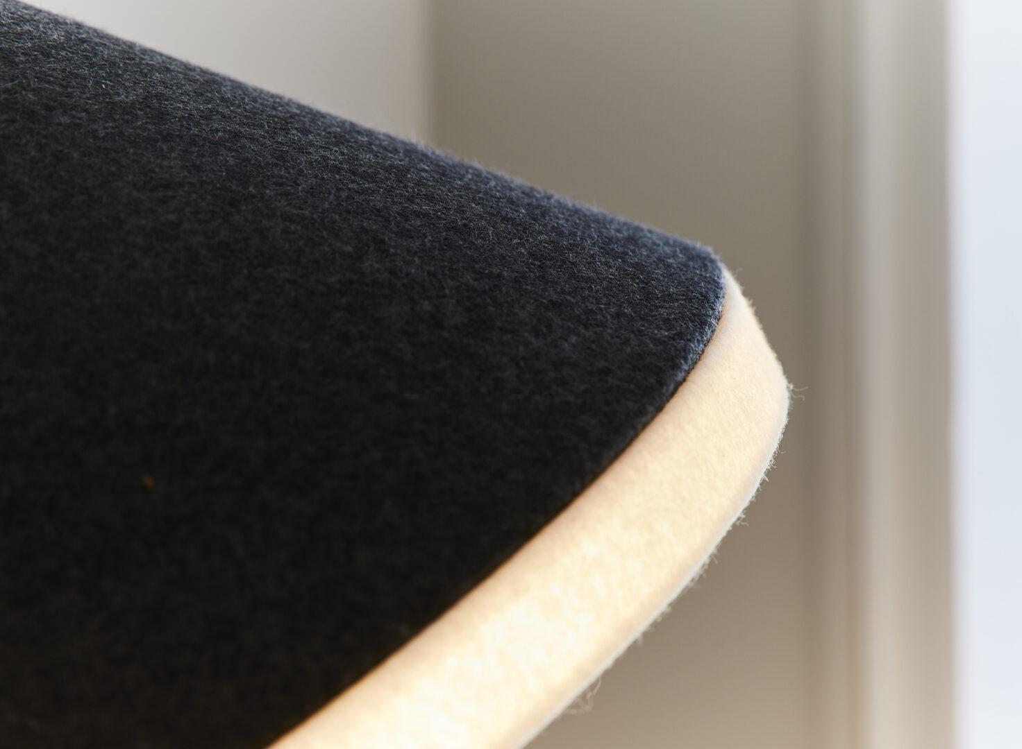 Lampadaire KNGB en bois et feutre détail abajour en feutre made in france disponible chez L'inatelier nantes