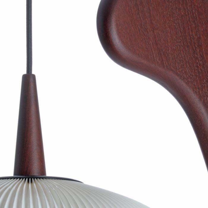 photo de détail abat jour lampe mante religieuse rispal