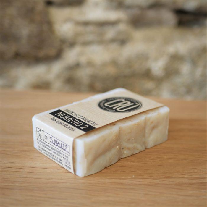 Savon au lait d'avoine bio numéro 2 écologique, éthique, artisanal et zéro déchet CRU couché à l'INATELIER nantes