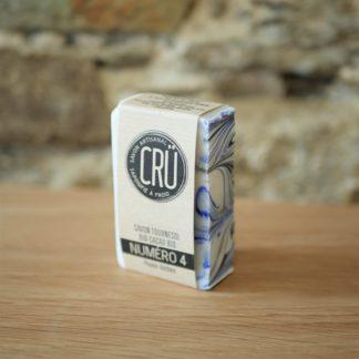 Savon beurre de cacao bio et huile de tournesol bio CRU numéro 4 écologique, éthique, artisanal et zéro déchet, vue de face à l'INATELIER Nantes