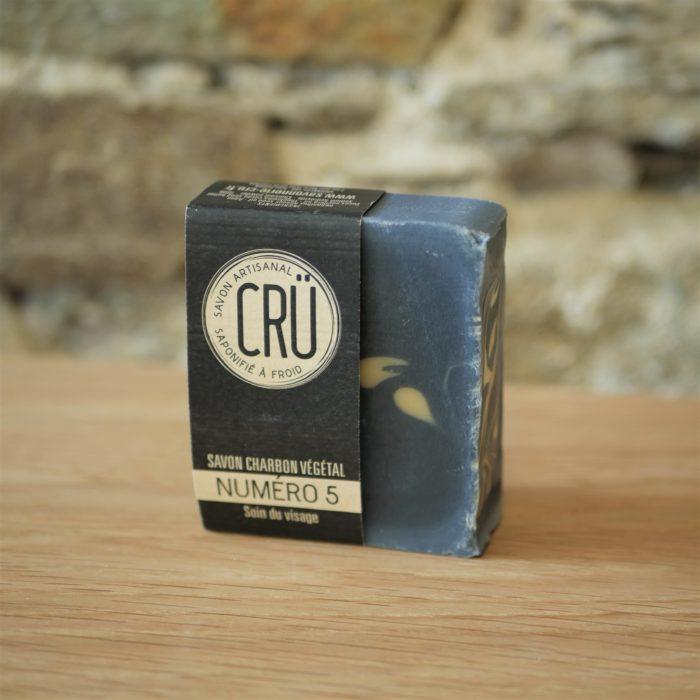Savon artisanal CRÜ Numéro 5 –Charbon végétal et beurre de cacao écologique, éthique, artisanal et zéro déchet déballé à l'INATELIER Nantes