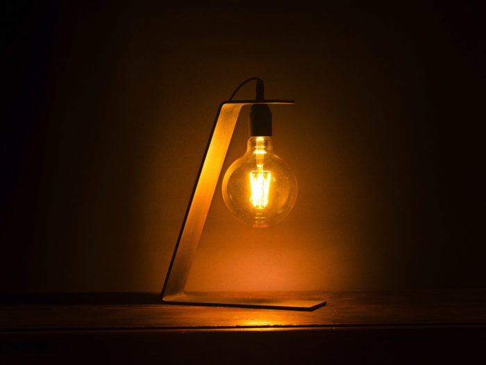 Lampe_tower_80_Brut-d'acier_l'inatelier_nantes_artisanat_français_ambiance nuit