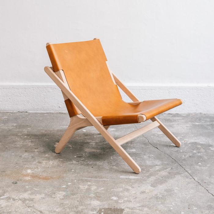 faureuil h miel_An°so design_Anne so_linatelier_design Nantes_Déco_cuir clair_structure bois_contemporain_artisanat