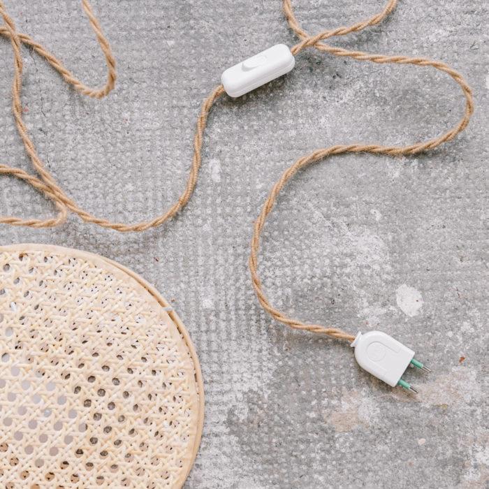 lampe applique MOON_petit modèle_An°so design_Anne-Sophie Boucard_L'Inatelier_Nantes_Luminaire_cannage_naturel bohème_design contemporain_détail matériaux cannage et cable textile