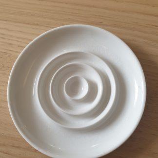 porte-savon porcelaine de limoges_blanc_céramique_artisanl_Ambre Hervo_L'Inatelier_Made in france_Nantes_handmade_savon solides_salle de bain_cuisine_rond_petite série