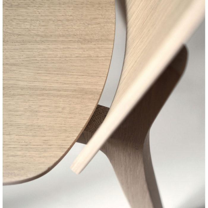 chaise-de-bar-lanas-BOSC-les landes-L'INATELIER- fabrication française-ebenisterie-savoir faire-chêne-bois-tapissé-tabouret-chaise haute-cuisine- décoration-made in france-nantes-déco-détail