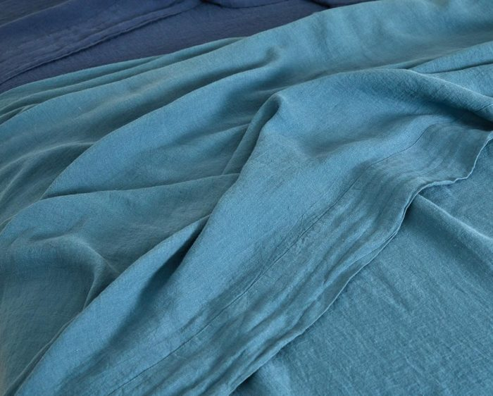 drap plat chanvre_couleur chanvre_bleu du sud_L'Inatelier_linge de lit_maison_déco_naturel_bio_teinture biologique