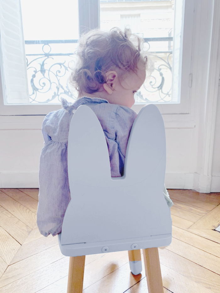 petite_chaise_enfant_lapin_bleu_boogy woody_décoration_mobilier_l'inatelier_nantes_bois_écoresponsable_vernis comestible_design_eco-friendly_made in France_chambre fille_dossier