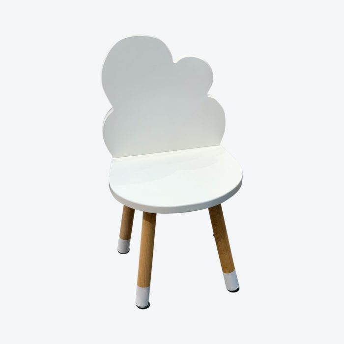 petite_chaise_enfant_nuage_blanc_boogy woody_décoration_mobilier_l'inatelier_nantes_bois_écoresponsable_vernis comestible_design_eco-friendly_made in France_fond blanc
