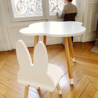 petite-table-enfant-blanc-nuage-bois-ecoresponsable-vernis alimentaire-made-in-france-bureau-boutique-boogy-woody-linatelier-nantes-chaise-lapin