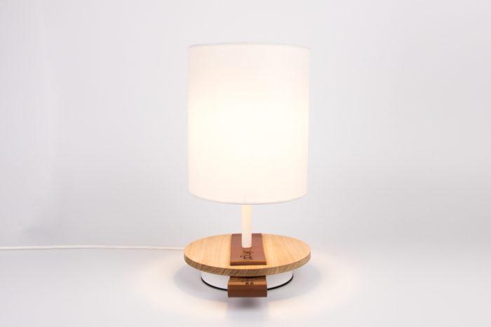 LAMPE-de chevet-CHANDELIER-BLANCHE-KNGB-creation-design-luminaire-made-in-france-artisanat-français-pièce-numérotée-bois-massif-cuir-coton-chambre-décoration-linatelier-nantes-boutique-décoration-intérieur-lumière-contemporain-écoresponsable-led-FACE