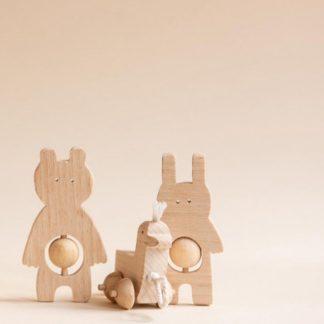 hochet bois_crock-lapin_ourson_massif_jouet_naturel_design_artisanat_made-in-france_kmr-childwood_jeu_ludique_montessori_bébé_enfant_chambre_nantes_linatelier_duo