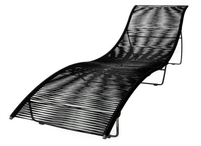Transat-Leon-Noir_exterieur_mobilier-de-jardin_BOQA_PVC_pied-métal_couleur_made-in-france_linatelier_bain-de-soleil_nantes_été_summer_outdoor_confortable_mémoire-de-forme