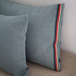 Coussin lin-vert sauge-héloise-levieux_déco_intérieur_décoration_naturel_made-in-france_artisanat_bretagne_nantes_linatelier_galon_détai